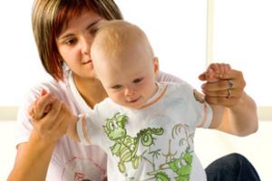 Как научить малыша ходить раньше