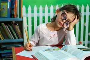 Учим гиперактивного ребенка правильно делать уроки