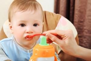 Как начинать первый прикорм малыша