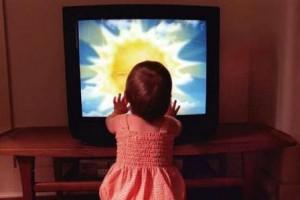 Стоит ли детям смотреть телевизор