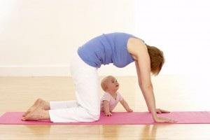 Занятия йогой для мам и малышей