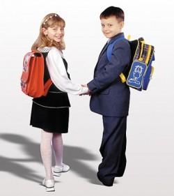 Малыш может доверить свою сумку только маме