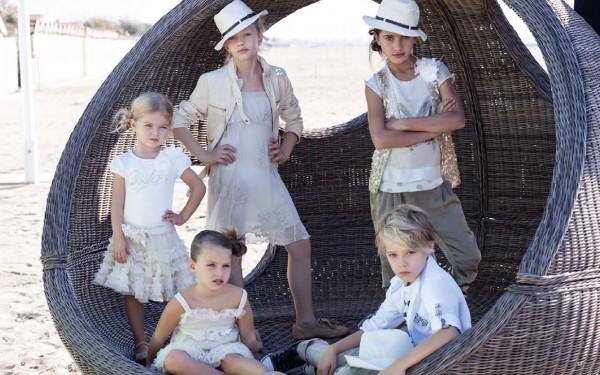 Маленькая принцесса или красивая одежда для девочки: про протесты и не только