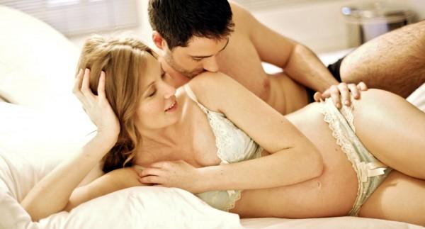 Секс во время беременности: нужно ли предохраняться?