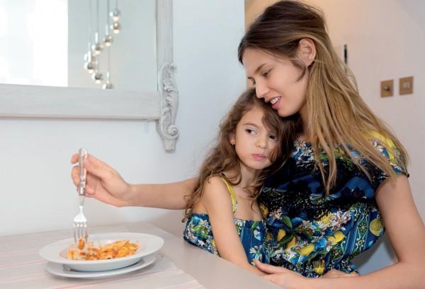 Женственность и вкус в выборе одежды дочери: бережное развитие