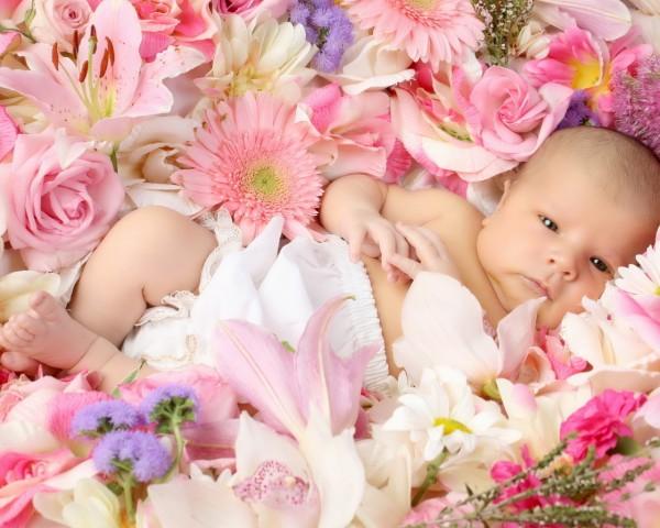 Организация дня выписки из родильного дома: цветы, транспорт, фотосъемка
