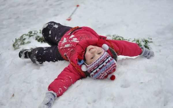 Особенности жизни с ребенком, родившимся в зимнее время