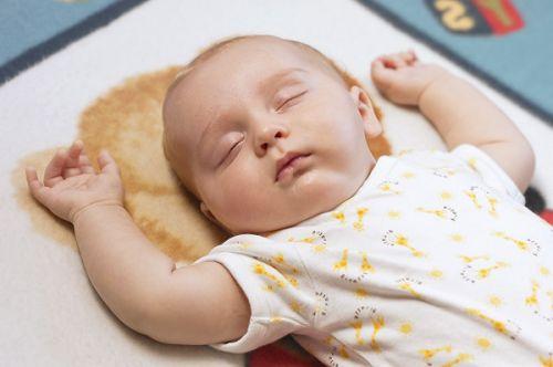 kak-pravilno-ukladyvat-spat-novorozhdennogo-rebenka