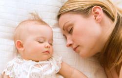 Ребёнок-спит-с-мамой