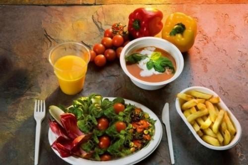 Еда в одноразовой посуде