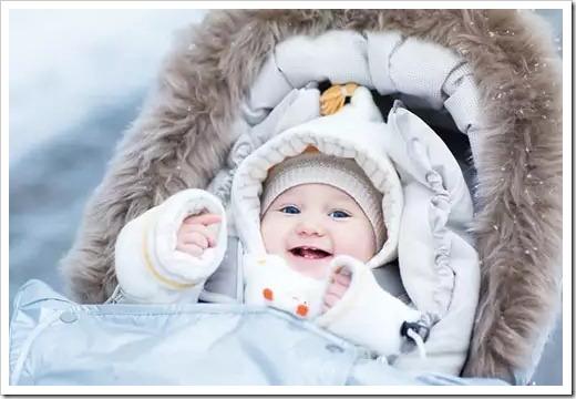 Стоит ли вообще гулять зимой с новорожденным?