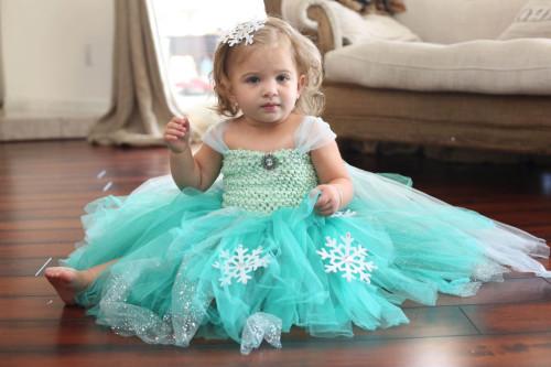 Как украсить платье для девочки своими руками