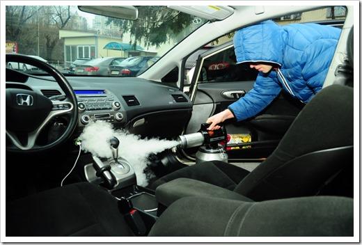 Профессиональное оборудование для устранения запахов в машине