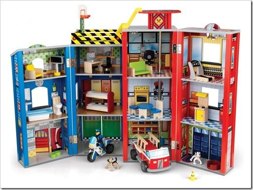 Кукольный домик и игрушечные музыкальные инструменты